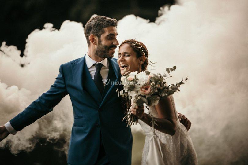 Couple avec fumigènes