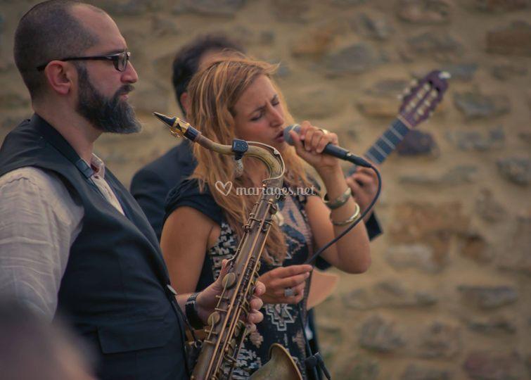 En trio avec saxophone et percussion