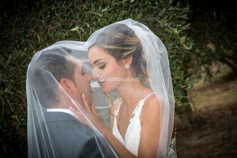 Mariés sous le voile blanc