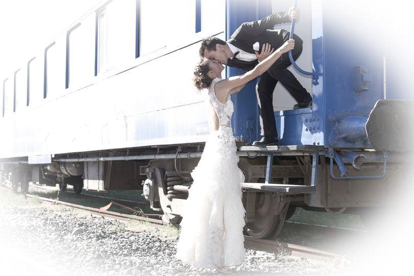 Mariés et wagon de train