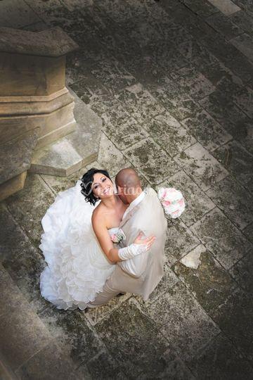 Mariés dans la cour du château