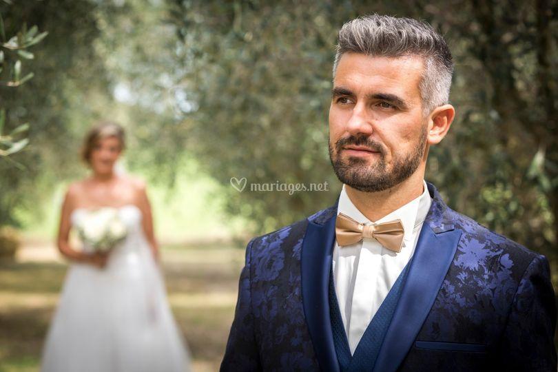 Marié au premier plan