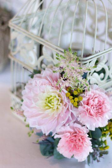 Cage à oiseau fleurie