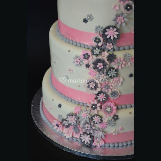 Wedding cake 75 personnes de une fille en cuisine photo 12 for 2 filles en cuisine lyon