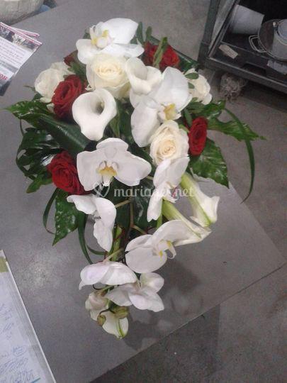 Bouquet cascade rouge et blanc