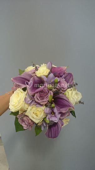 Bouquet rond mauve et ivoire