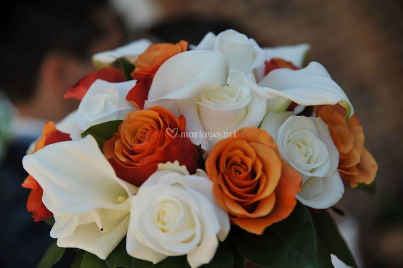 Bouquet rond corail et blanc