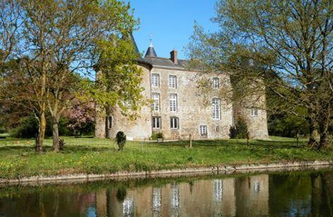 Reflet Château dans les douves