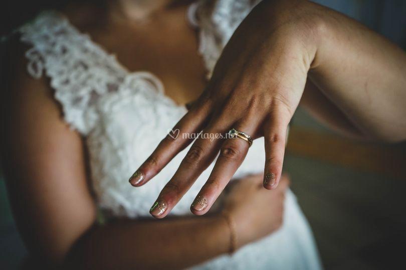 La mariée et son alliance