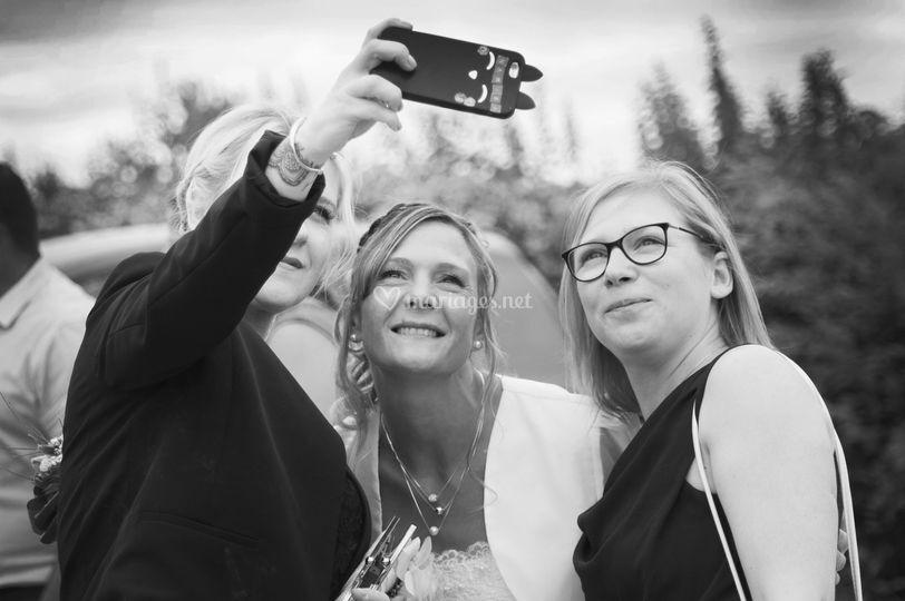 Selfie entre fille avant le mariage