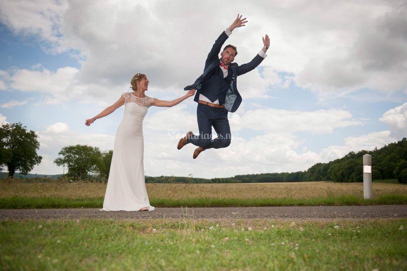 Le marié se sent léger !