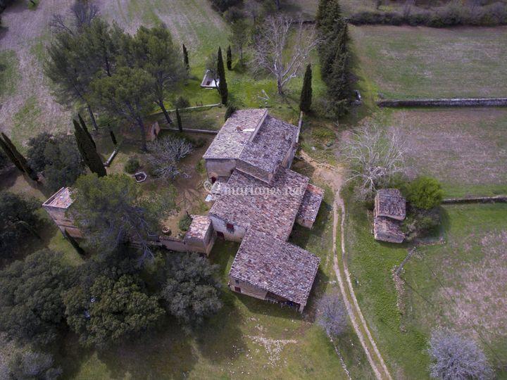 Vue aérienne de la bâtisse.