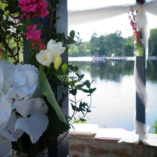 Grande terrasse vue sur lac