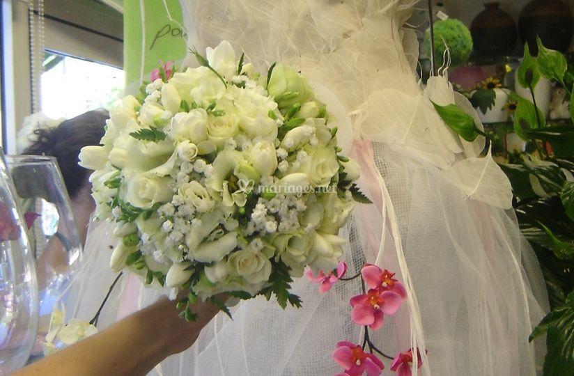 Bouquet marié rond dans bridy