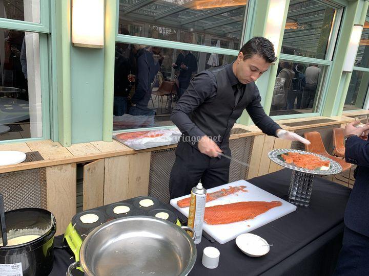 Découpe de saumon, blinis chaud
