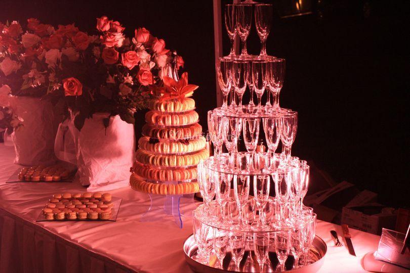 Fontaine à champagne et pièce en macarons