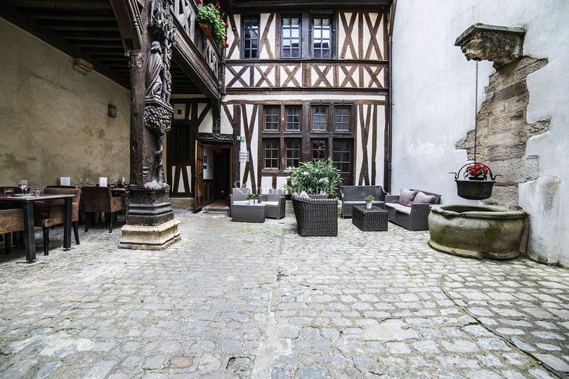 Cour gothique