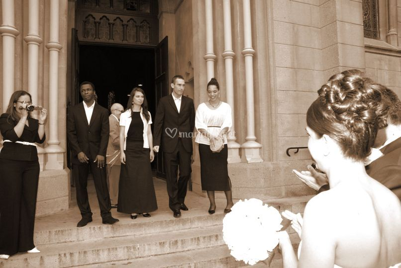 A la sortie de l'église