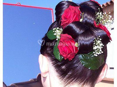 Coiffure avec détails de roses