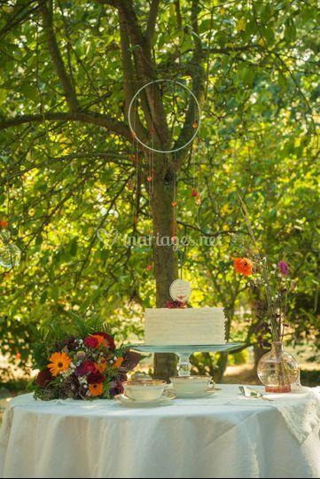 Gâteau et bouquet de mariée