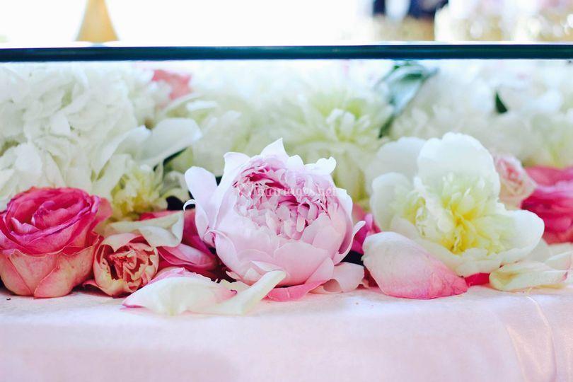 Table weeding cake fleurs fraîches