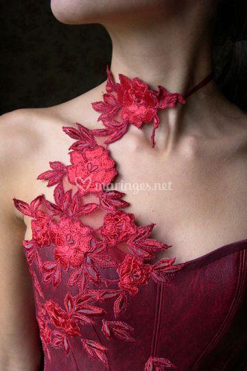 Robe Rouge d'Alizarine sur Carole Cellier