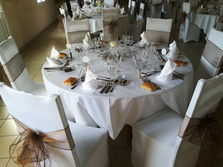 Table et decoration chaise