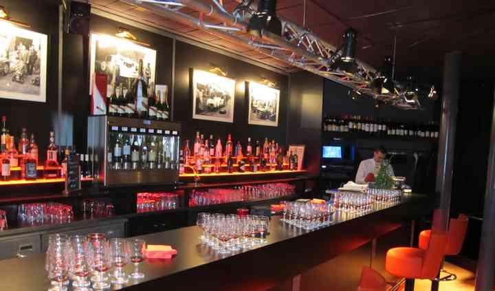 Un grand bar