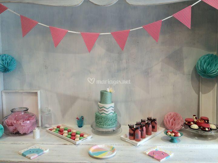 Table thème rose et vert d'eau
