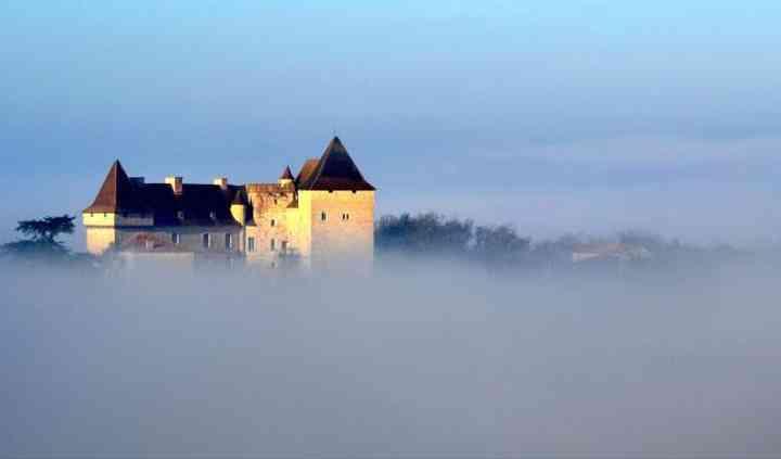 Mystérieux dans la brume