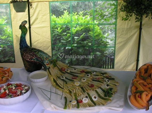 Décoration de paon en légumes