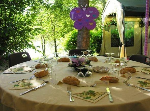 Table dressée et décorée