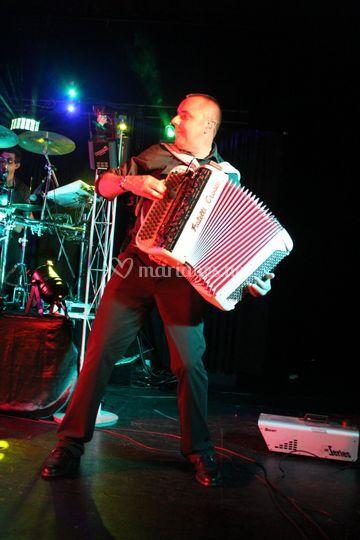 Dom, accordéoniste claviériste