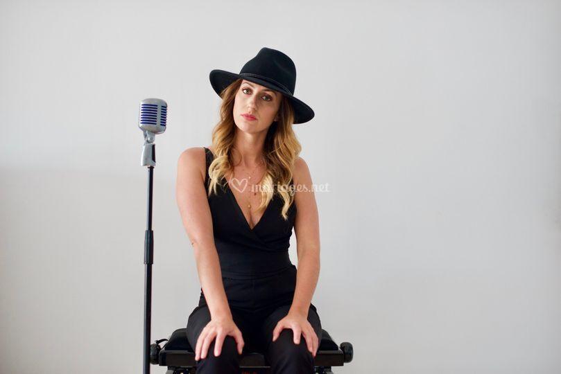 Acoustic music by HeyJee