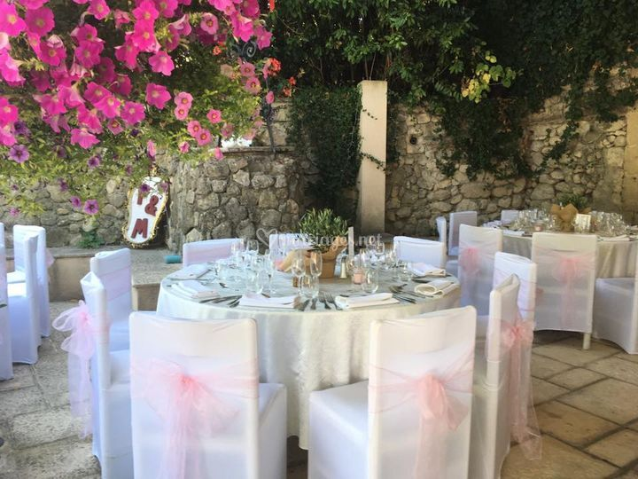 Tables dans le jardin