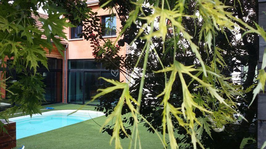 Jardin privé avec piscine