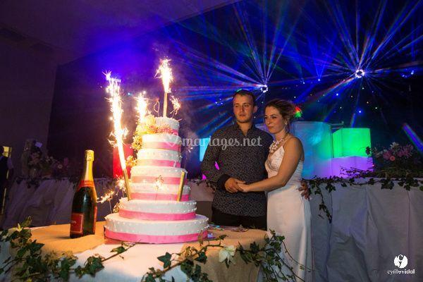 Présentation gâteau des mariés