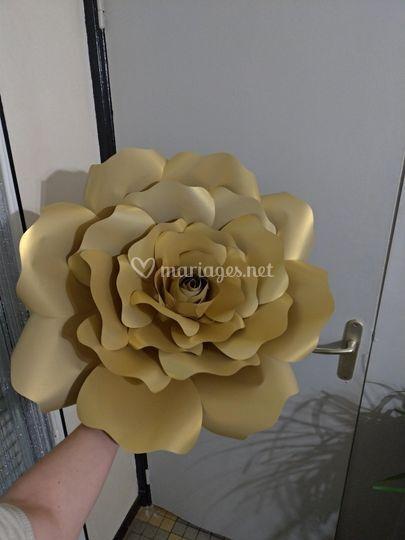 Rose en papier or de 60cm