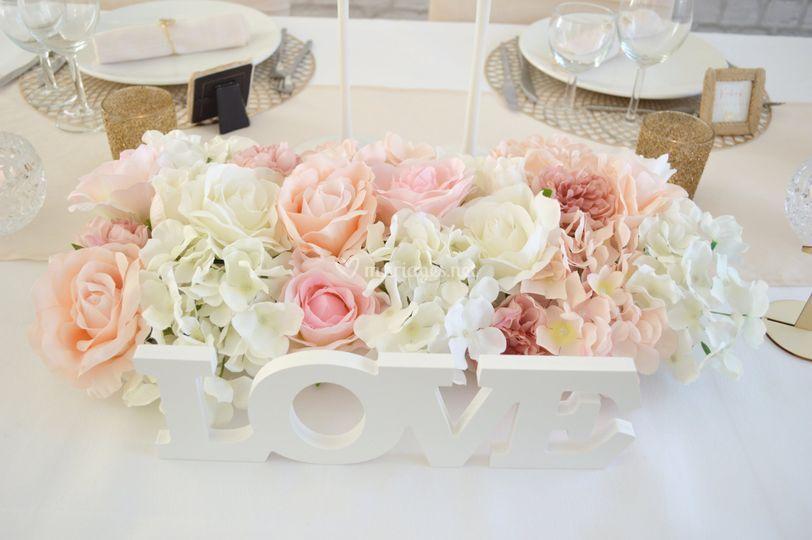 Centre de table fleurs + LOVE