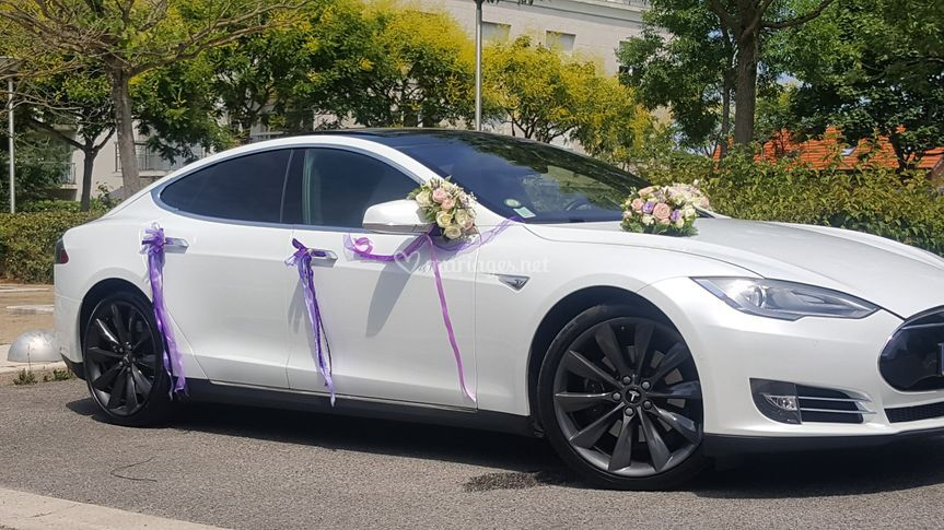 Tesla model S Blanche bouquet