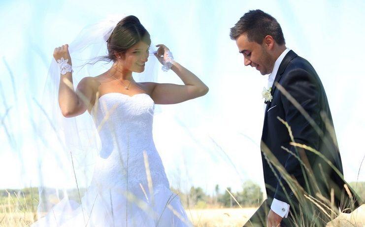 La mariée et le marié posant