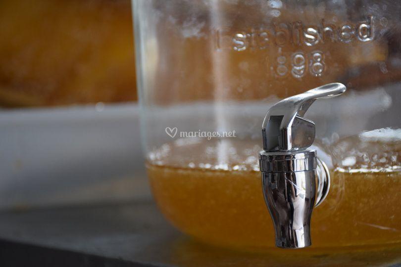 Miel tout juste extrait