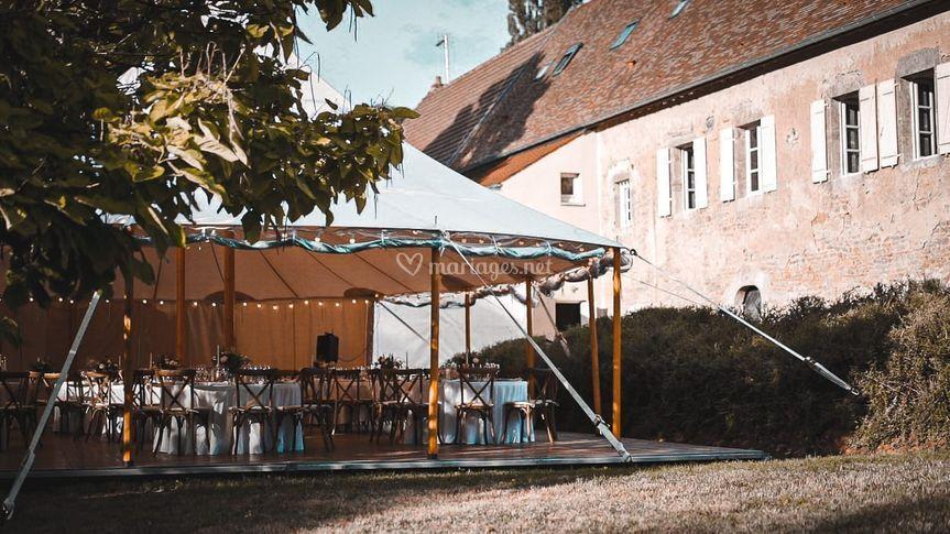 Tente dans le jardin