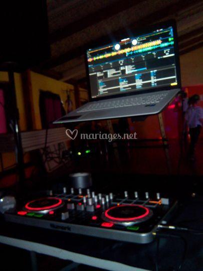 Ordinateur et table de mix Numark