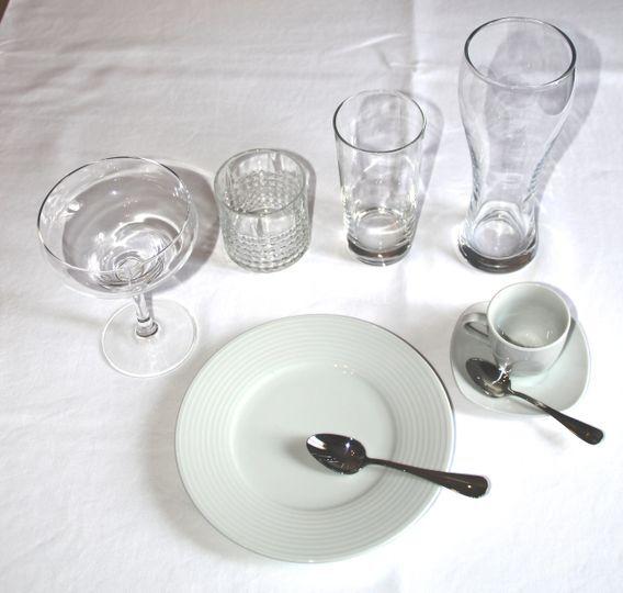 Assiette à dessert et verres