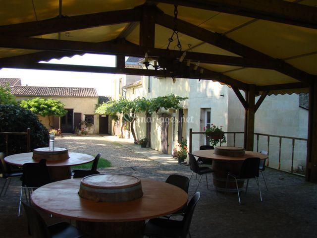 Terrasse en boise abritée de Domaine de la Grave | Photo 5
