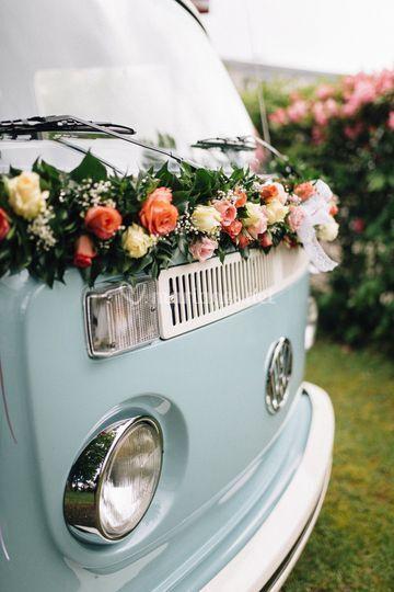 Décor floral véhicule