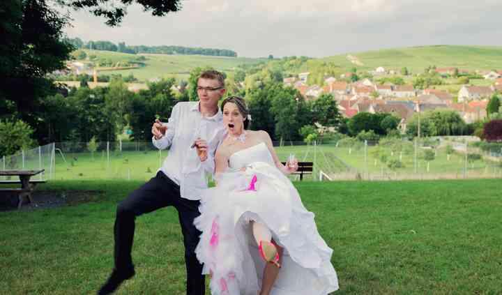 Photo amusante des mariés