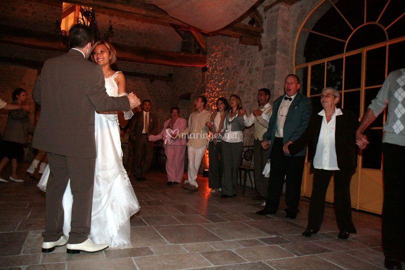 Ronde autours des mariés