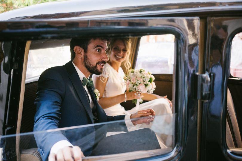Mariés voiture de collection
